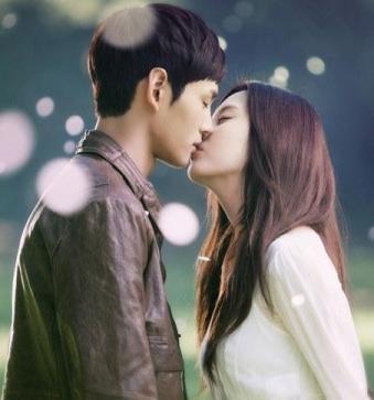 Поцелуи парней с беззащитной девушкой фото 624-776