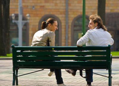 как девушке познакомиться с парнем на улице