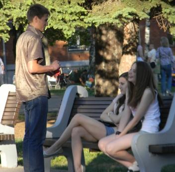 Где познакомиться с девушкой на улице лав плапет знакомства